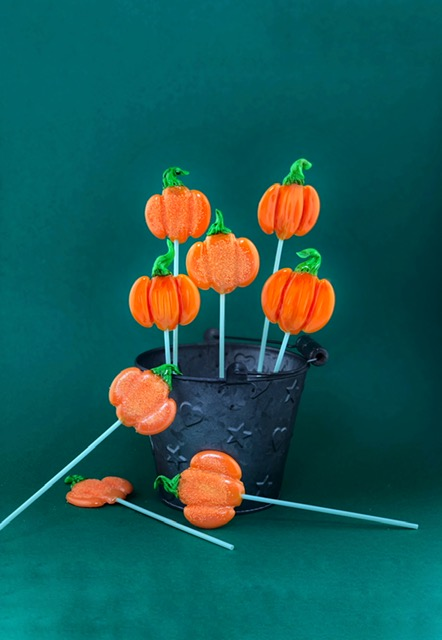 Piruletas de isomalt de calabazas de halloween